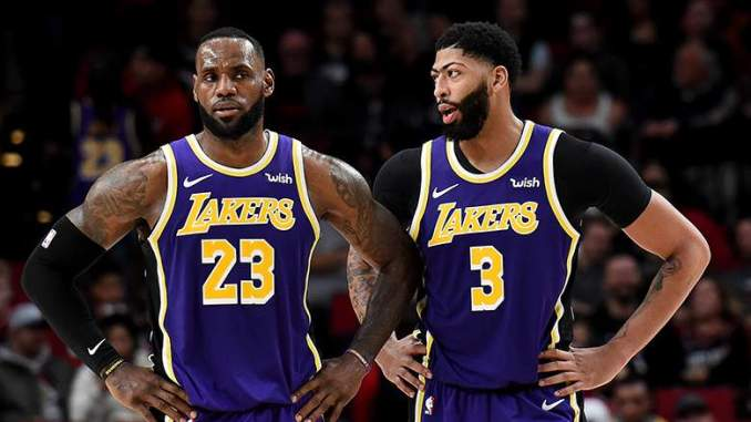 Insider Issues Strong Warning to 'Vulnerable' Lakers