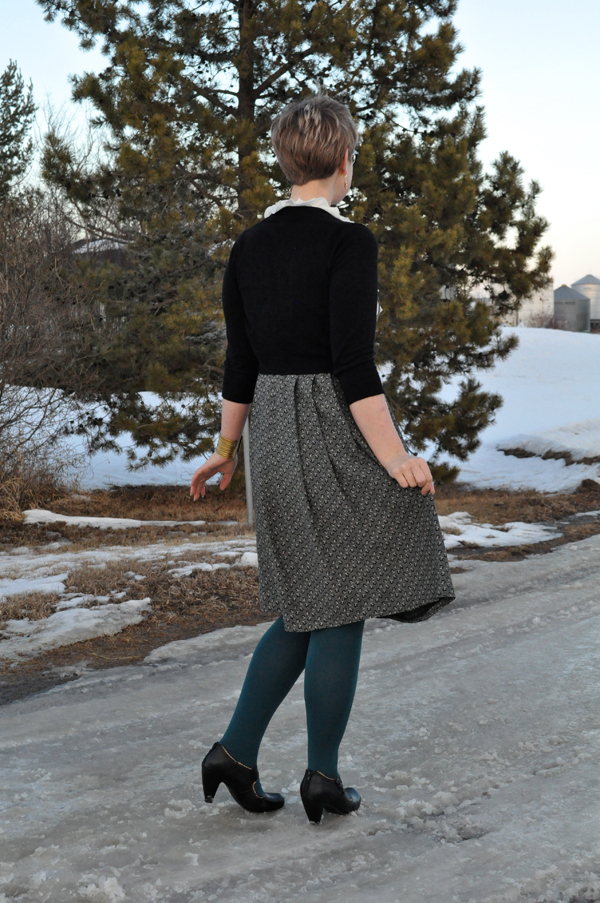 the artyologist- image of a vintage monochromatic look with teal colour hue tights