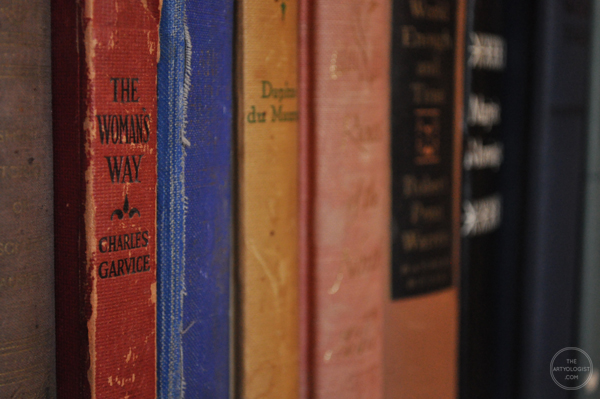 the artyologist- image of vintage books on bookshelves