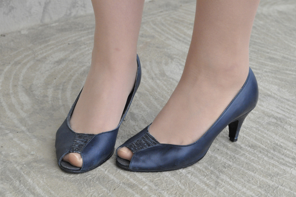 the artyologist- image of vintage teal naturalizer high heeled peep toe pumps