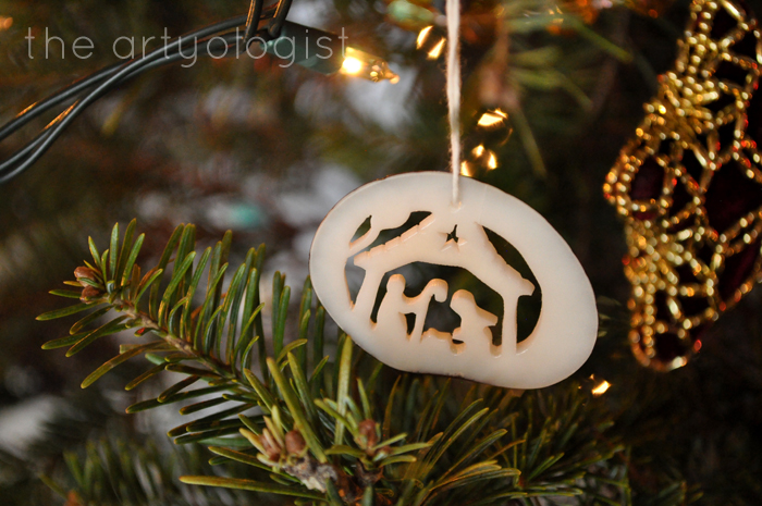 Christmas Day: A Comfy Yet Classy Outfit, the artyologist, nativity ornament