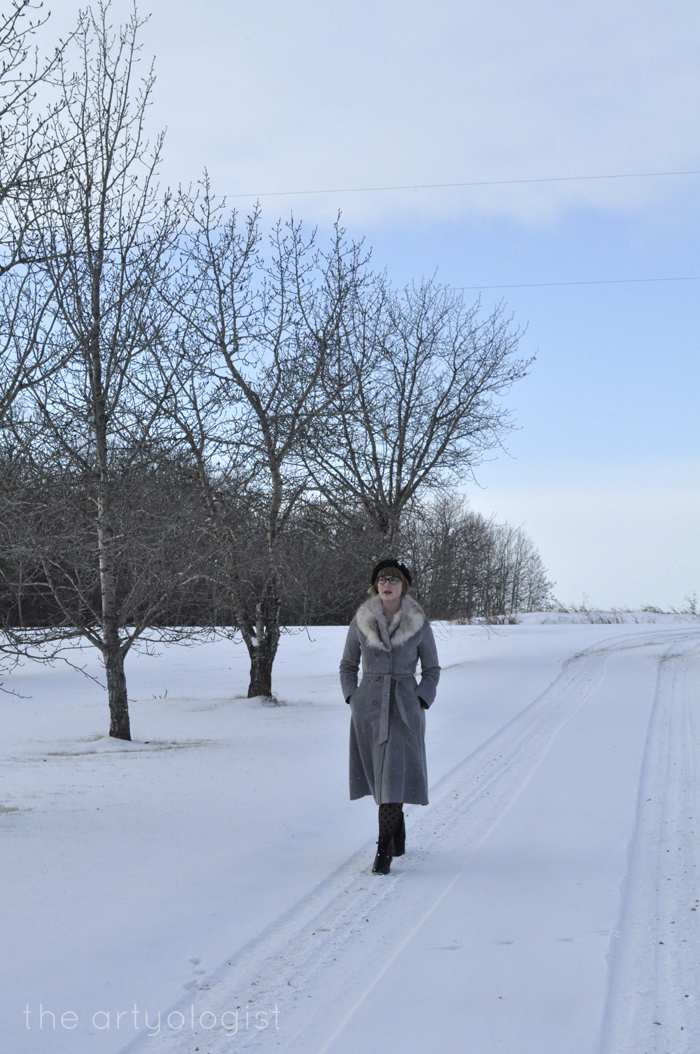 White Wonderland, christmas outfit, walking down the lane, the artyologist