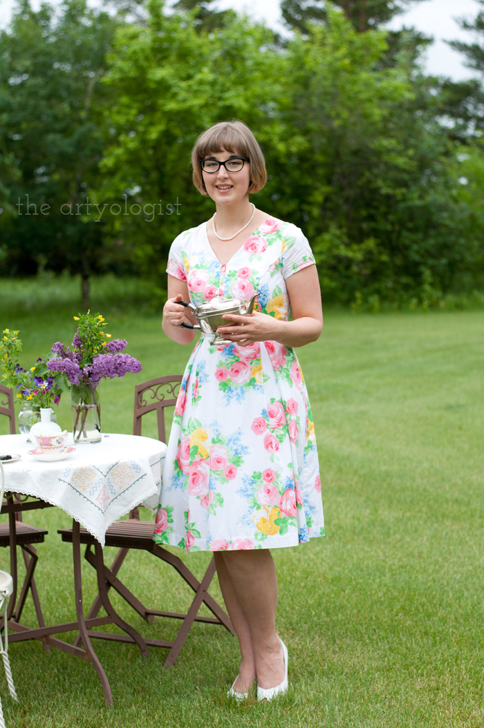 The Ladies Garden Tea (Which is not in a Garden): My Outfit, the artyologist, holding-teapot