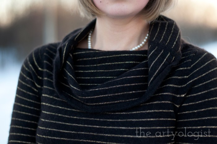 Cashmere is a Sweater, the artyologist, sweater and necklace detail