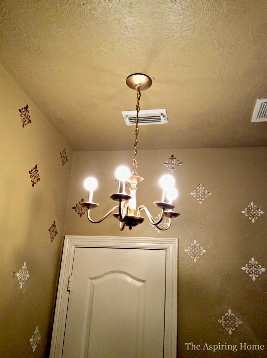 upstairsbathroombeforeaspiringhome5