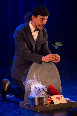"""A scene from """"Odd Birdz"""" at the Players Theater(Photo credit: Lior Rotstein)"""