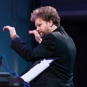 Matthew Welch conducting