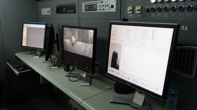 Poste frontière de Guerguerat / Bir Guendouz : à l'intérieur d'un des deux scanners mobiles.