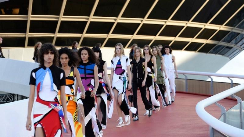 Louis Vuitton: la sfilata Cruise 2017 in una splendida Rio de Janeiro