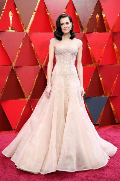 Allison Williams in Armani Privè agli Oscars 2018, LA