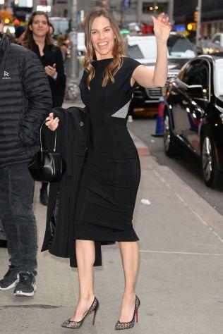 Hilary Swank in Victoria Beckham al Late Show, New York