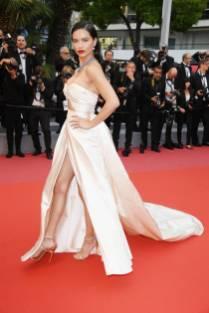 Adriana Lima in Alberta Ferretti alla 'Burning' premiere, Cannes Film Festival