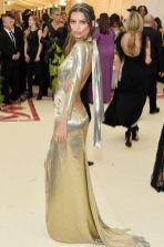Emily Ratajkowski in Marc Jacobs al Met Gala 2018ò