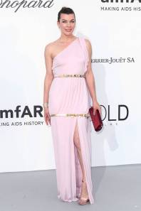 Milla Jovovich in Chanel all'amfAR Gala, Cannes
