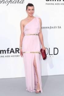 Milla Jovovich in Chanel all'amfAR Gala, Cannes