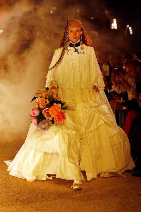 Sfilata Gucci Cruise: il rigore e la frivolezza della moda post mortem