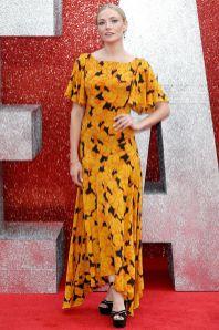 Clara Paget in De La Vali, sandali Nicholas Kirkwood e gioielli all'Ocean's 8 premiere in London.