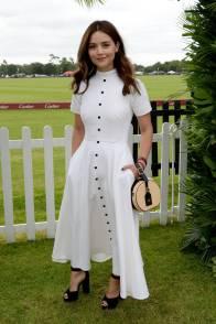 Jenna Coleman in Emilia Wickstead, borsa Charlotte Olympia, e gioilli Cartier al Cartier Queen's Cup at Guard's Polo Club, Windsor