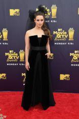 Katherine Langford in Giorgio Armani agli MTV Movie & TV Awards 2018