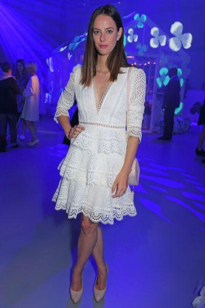 Kaya Scodelario in Zimmermann e gioielli TIffany & Co. al lancio di Tiffany & Co' Paper Flowers collection, London.