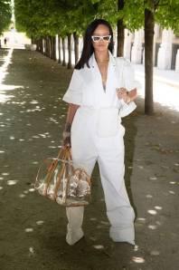 Rihanna in Louis Vuitton e gioielli Buccellati al Louis Vuitton SS 2019 menswear show, Paris