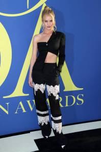 Rosie Huntington-Whiteley in Altuzarra ai CFDA Awards 2018