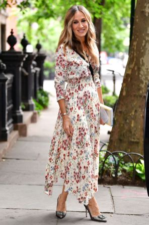 Sarah Jessica Parker in Maje e scarpe SJP, New York