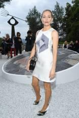Sienna Miller in Louis Vuitton al Louis Vuitton Cruise 2019 show, France