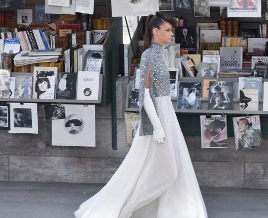 Viva Parigi! Chanel omaggia la capitale con la sua nuova collezione Haute Couture