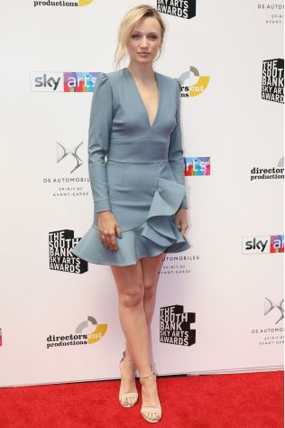 Emily Berrington con sandali René Caovilla ai South Bank Sky Arts Awards.