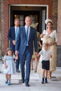 Il Duca e la Duchessa di Cambridge in Alexander McQueen, la Principessa Charlotte, il Principe George e il Principe Louis al The Royal Christening, St James's Palace