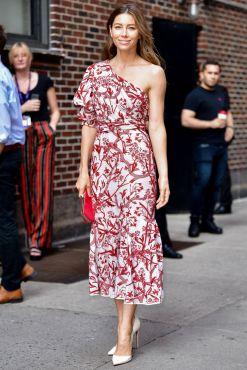 Jessica Biel in Johanna Ortiz al The Late Show with Stephen Colbert