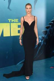 Rosie Huntington-Whiteley in Stella McCartney alla Warner Bros. Pictures and Gravity Pictures' premiere of 'The Meg', California