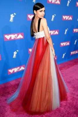 Sofia Carson in Carolina Herrera agli MTV VMA 2018