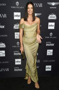 Adriana Lima in Vivienne Westood Couture al Harper's Bazaar Icons party durante la New York Fashion Week