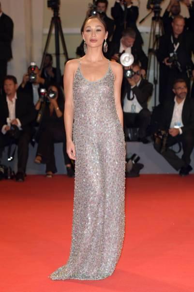 Cara Santana in Giorgio Armani alla Venice Film Festival 2018