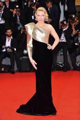 Cate Blanchett in Armani Privè alla 'Suspiria' premiere, Venice