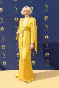 Gwendoline Christie in Giles Deacon Couture agli Emmy Awards, California