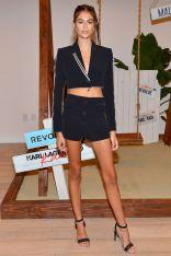 Kaia Gerber al lancio della collezione in collaborazione con Karl Lagerfeld.