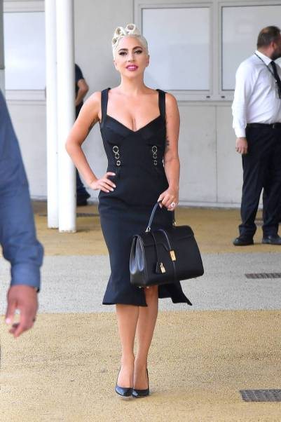 Lady Gaga in Jonathan Simkhai e borsa Celine, Venezia