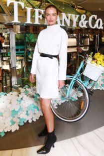 Lara Worthington in Christopher Esber al Tiffany & Co. Paper Flowers Launch, Australia.
