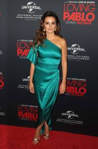 Penelope Cruz in Ralph & Russo al 'Loving Pablo' film screening, Los Angeles