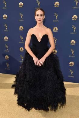 Sarah Paulson in Oscar de la Renta e gioielli Tiffany & Co. agli Emmy Awards, California