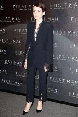 Claire Foy in Alexander McQueen e gioielli Repossi alla premiere of First Man, Paris