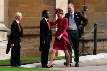 La Duca e la Duchessa di Cambridge in Alexander McQueen e cappello Philip Treacy al matrimonio della Principessa Eugenia di York, Windsor