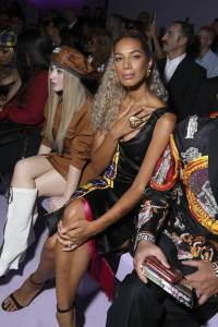 Leona Lewis in Versace al Versace show, Milano Fashion Week