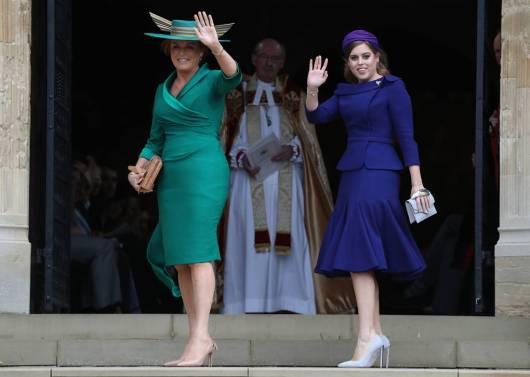 Sarah Ferguson in Emma Louise Design e la Principessa Beatrice in Ralph&Russo al matrimonio della Principessa Eugenia di York, Windsor