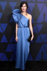 Gemma Chan in Stella McCartney, scarpe Louboutin, ai The Governors Awards, Hollywood