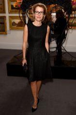 Gillian Anderson in LBD al #SheInspiresMe auction per Women for Women International