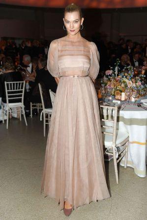 Karlie Kloss in Dior al Guggenheim International Gala dinner, New York